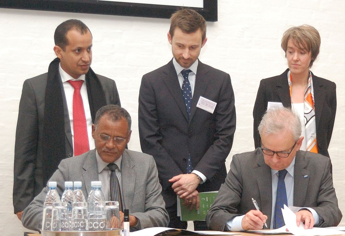 Signing the MoU at the Trilateral Wadden Sea Conference 2014. CWSS.