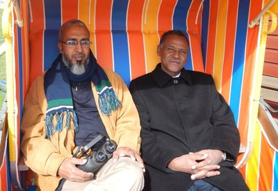 Lemhaba Ould Yarba, Maitre Aly Mohamed Salem sitting in a traditional beach chair, Schillig. CWSS/ Lüerßen.